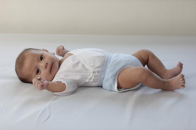 新生児のオムツ替えタイミングって?授乳前後3つのチェックポイント