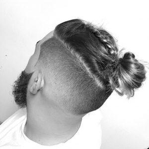 後ろを結ぶヘア